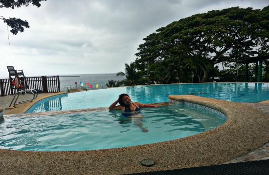 Flushing Meadows Resort & Playground: Enjoying the pool