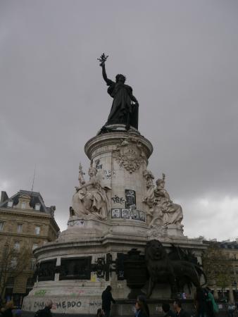 statue marianne picture of place de la republique paris tripadvisor. Black Bedroom Furniture Sets. Home Design Ideas