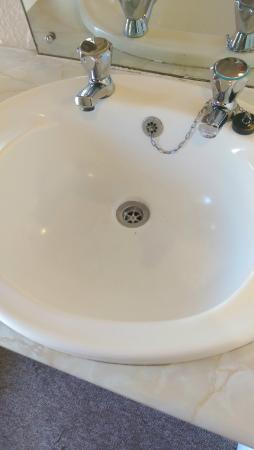 This sink been cleaned????? Dont think so