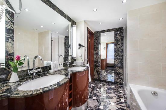 suite wohnbereich picture of maritim am schlossgarten. Black Bedroom Furniture Sets. Home Design Ideas