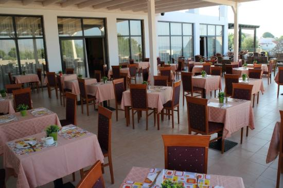 Rodos Star Hotel: Outside dining area