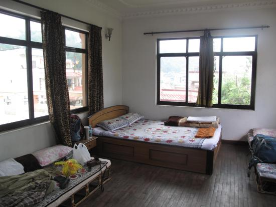 The Sparkling Turtle Backpackers Hostel: My room with a view of the monkey temple