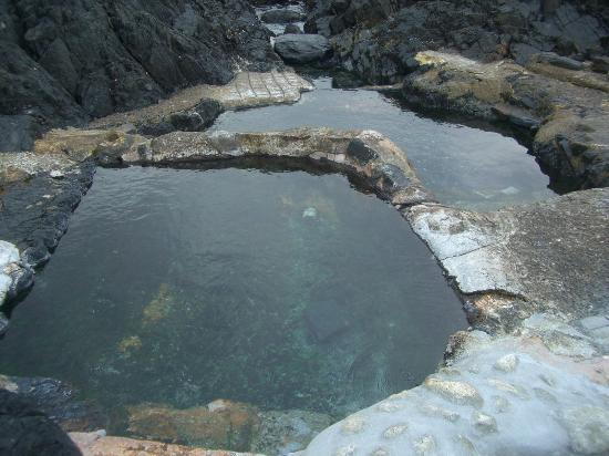 Hirauchi Kaichu Onsen: 岩場に温泉が湧き出るなんて驚きます