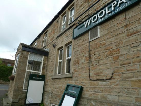 Woolpack Country Inn: The front of the inn