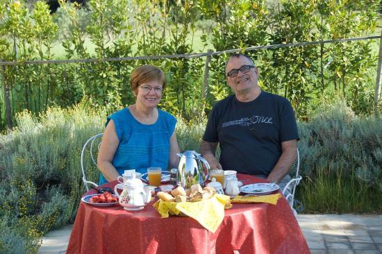 Mas Saint Michel: Breakfast on the terrace.