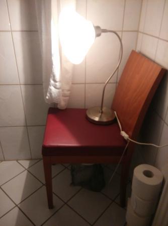 Hotel Deutsches Theater: la luce in bagno