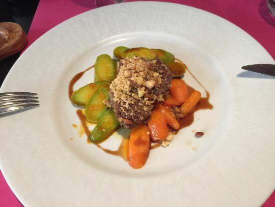 Bistrot Gourmand Clovis : Мясо с овощами  и орехами
