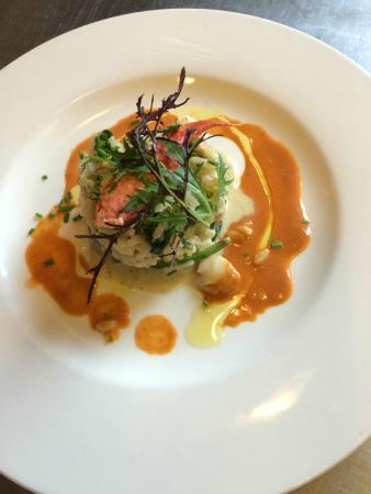 The White House Hotel: Roast Monkfish,spinach and Lobster risotto, Lobster bisque