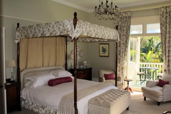 Hacklewood Hill Country House: Flamingo Bedroom