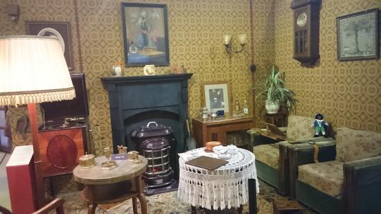 Woonkamer uit vroeger tijden - Foto van Museum van de Twintigste ...