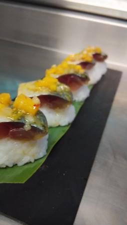 Bar Restaurante Los Faroles : niguiri de caballa con thai de mango segunda tapa premiada en concurso caballa de motril