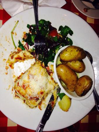 Fat Freddy's: Delicious pizza with a potato topping and lasagne.