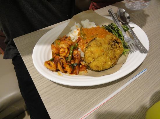 Bugis, Singapore: Salah satu makanan halal di Food Junction