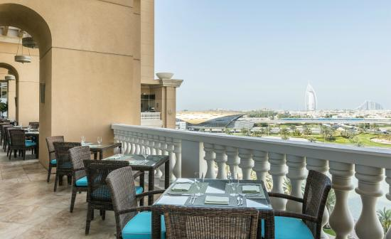 Sheraton Mall of the Emirates Hotel: Sanabel Restaurant Terrace