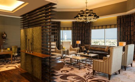 พูลแมน ดูไบ มอลล์ ออฟ เดอะ เอมิเรต: Royal Suite lounge