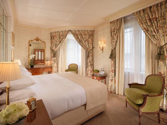 The Dorchester: Mayfair Suite Bedroom