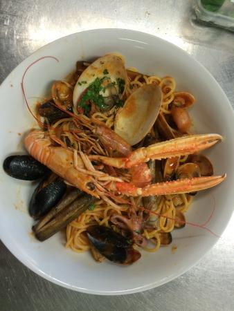 Pusiano, Italie : Spaghetti allo scoglio spettacolari