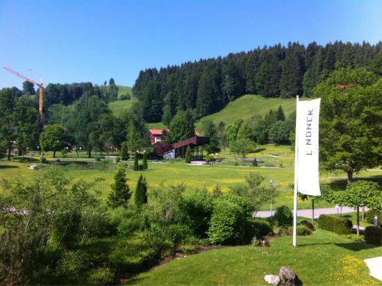 Lindner Parkhotel & Spa: Zimmerausblick & Poolbereich