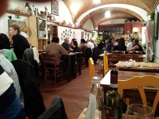 Osteria Pinchiorba: Restaurant interior