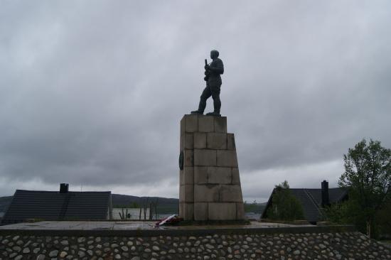 Soviet Liberation Monument: Памятник Советскому Солдату