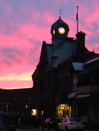 Almonte Village: Sunset on Almonte's town clock (on the Old Post Office)