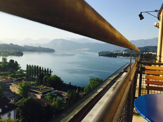 Art Deco Hotel Montana Luzern: Zi 501, Blick vom Balkon auf den See