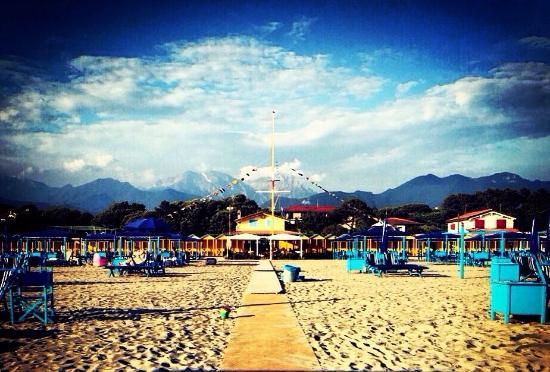 Spiaggia bagno royal picture of bagno royal restaurant - Bagno costanza forte dei marmi ...