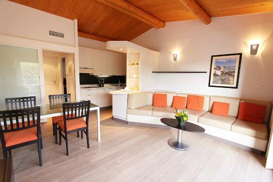 Residence cala sultana apartment reviews santa giulia for Appart hotel porto vecchio