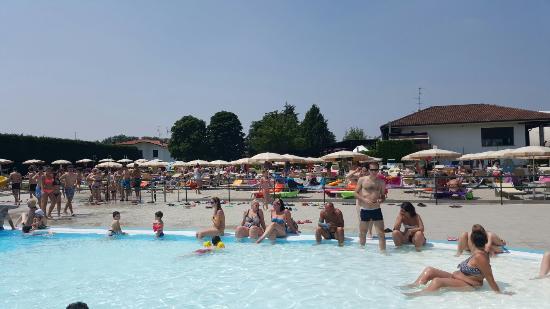 Domenica 07 06 15 bellissimo posto specialmente x famiglie picture of opla acquabeach - Piscina di burago ...
