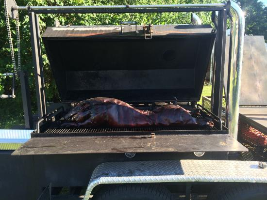 BBQ King Smokehouse: This is the way it's supposed to be done nice equipment guys but truly the Best BBQ in the area