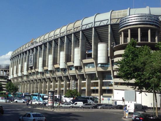 Bernabeu stadium estadio santiago bernabeu picture of for Estadio bernabeu puerta 0