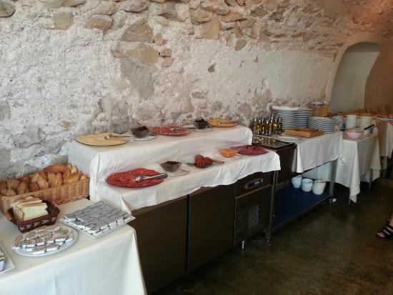Petit Hotel Hostatgeria Sant Salvador: Breakfast