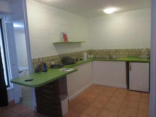 Base Backpackers Airlie Beach: Enough space for a stoven, but it hasn't