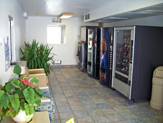 Motel 6 Laramie: Vending