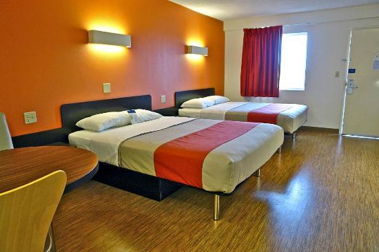 Motel 6 Martinsburg