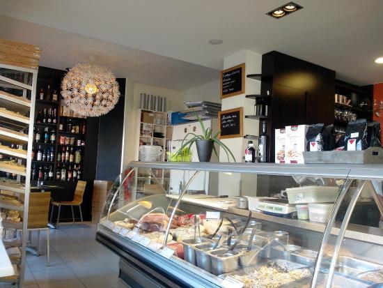 Int rieur du resto traiteur epic rie foto van pomodoro for Interieur oostende