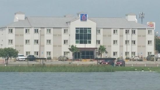 Motel 6 Eagle Pass Lakeside : Exterior