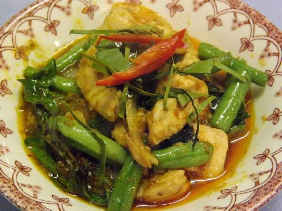 stir - fried with red curry paste (pad prik kang dang) - picture
