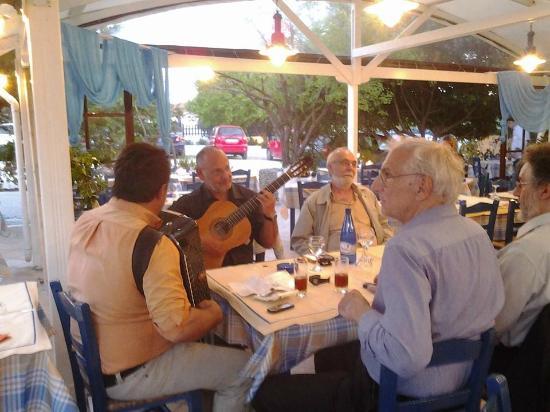 Taverna Sirtaki : Музыканты, вечер с живой музыкой