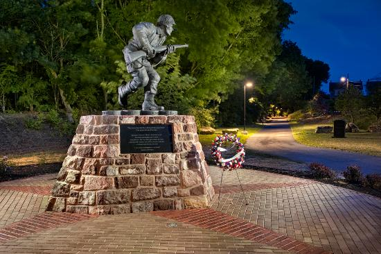 Ephrata, Пенсильвания: Photo of Veterans' Plaza taken by Don Reese