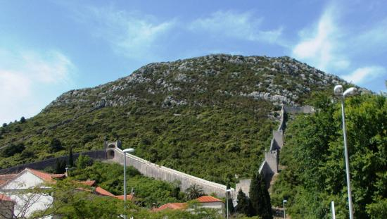The stone defensive walls of ragusa at ston dalmatia croatia ston city walls the stone defensive walls of ragusa at ston dalmatia voltagebd Image collections