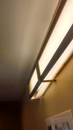 Microtel Inn & Suites by Wyndham Council Bluffs: Could stand to have maintenance fix the light fixtures