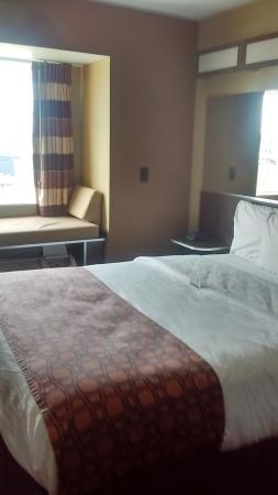 Microtel Inn & Suites by Wyndham Council Bluffs: Wish could have had king bed available for choice when purchasing.