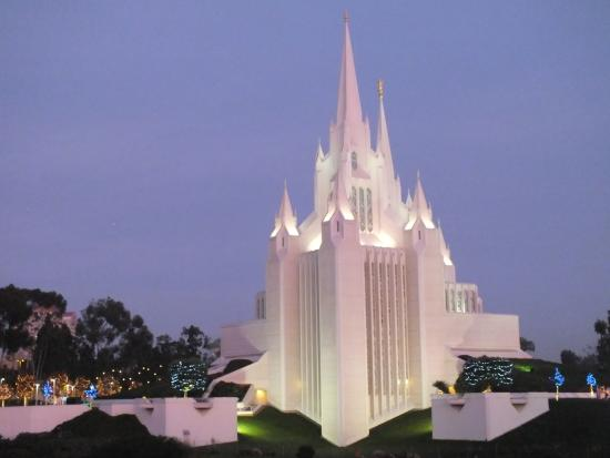 San Diego Mormon Temple: Mormon Temple at Christmas