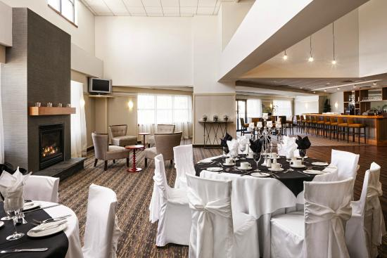 Four Points Hotel and Suites Kingston: Banquet Room