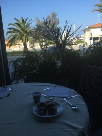 TERRAZZA RISTORANTE - Picture of Hotel Giulia, Lido Di Camaiore ...
