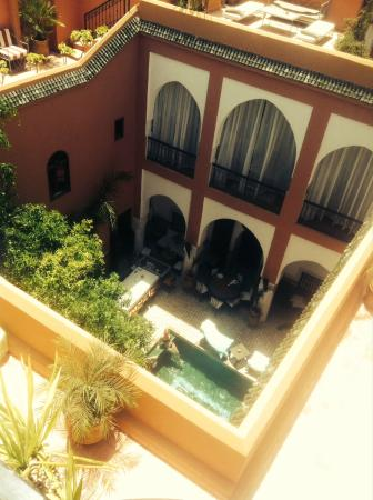 Riad Barroko: View from the terrace looking down into the Riad