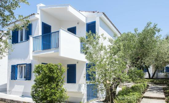 Apartments Korkyra Gardens - Picture of Port 9 Apartments, Korcula ...