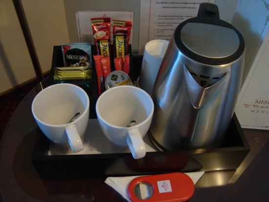 """Arm Premier Hotel: """"АРМ премьер отель"""" - чайный набор в номере"""