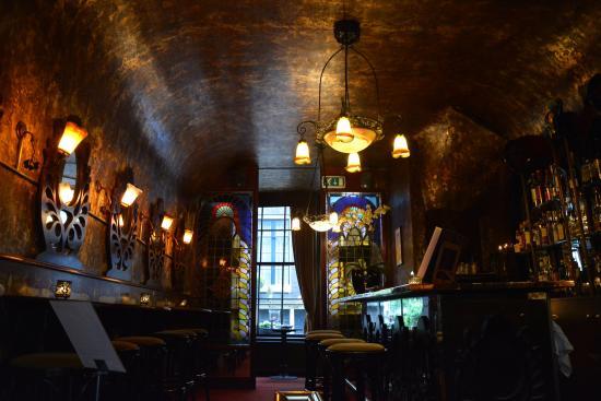 De Belhamel: The Art Nouveau bar